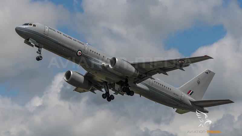 Royal New Zealand Air Force / Boeing B757-2K2 / NZ7572