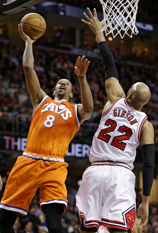 . Cleveland Cavaliers\' Channing Frye (8) shoots over Chicago Bulls\' Taj Gibson (22) in the first half of an NBA basketball game, Wednesday, Jan. 4, 2017, in Cleveland. (AP Photo/Tony Dejak)