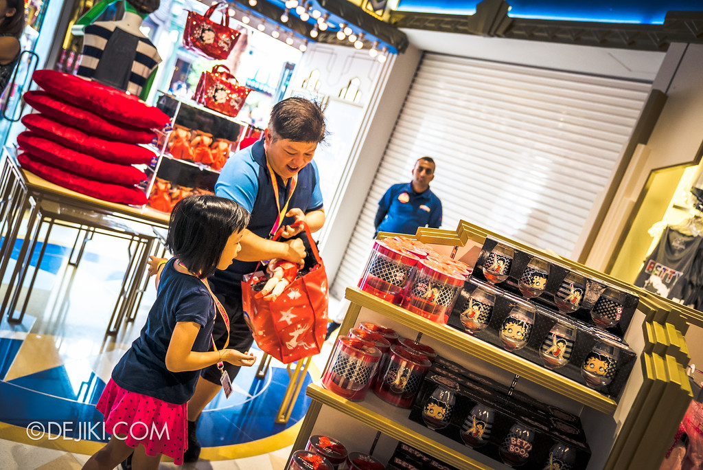 Universal Studios Singapore - Silver Screen Store - Shopping Spree Event Participants grabbing items