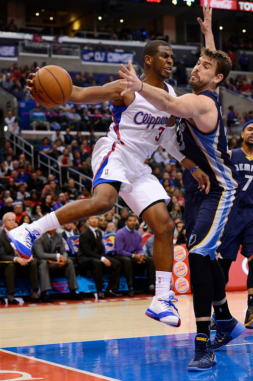 . Los Angeles Clippers\' Chris Paul makes a pass around maeMaec Gasol of the Memphis Grizzlies during the first half Monday, Nov. 18, 2013, in Los Angeles.(Andy Holzman/Los Angeles Daily News)