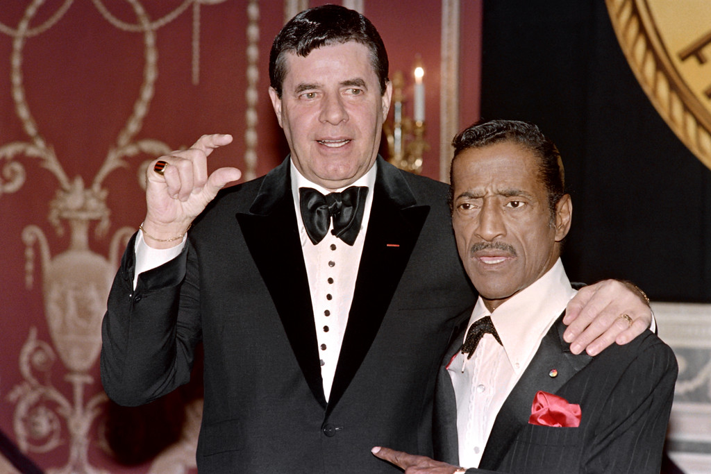 . US humorists and comedian Jerry Lewis (L) and US singer, actor, and dancer Sammy Davis Jr (R) pose on May 15, 1988 before the New York Friars Club Tribute to Barbara Sinatra, wife of singer Franck Sinatra. (RON HAVIV/AFP/Getty Images)