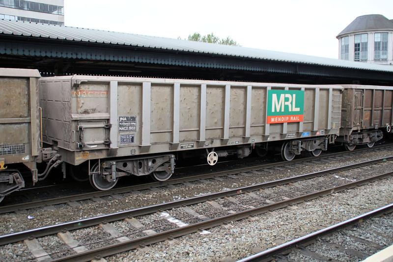 JNA 3933 on 7v82 Crawley-Merehead at Reading 01/06/12