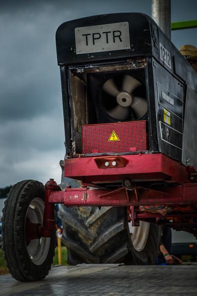 Tractor Pulling 2015 XE2-2474.jpg
