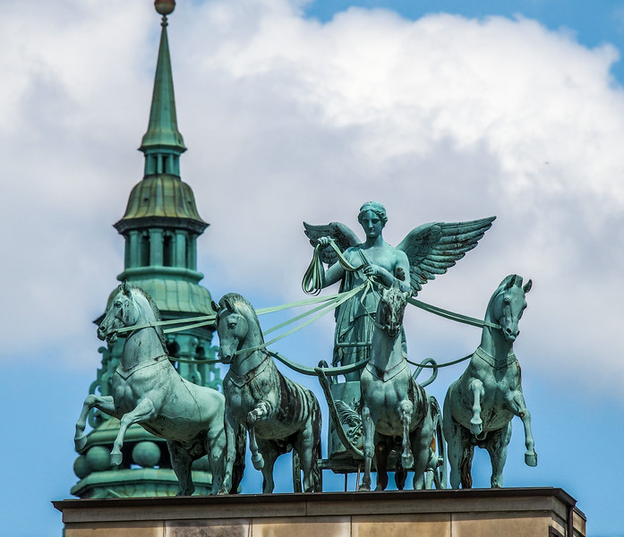 The sculpture on the roof of the Thorvaldsen Museum depicts the goddess of victory Victoria with a Four in Hands of horses. Photo: Martin Bager