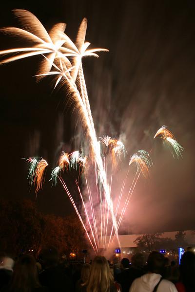 2007_1102putneyfireworks039_edited-1.JPG