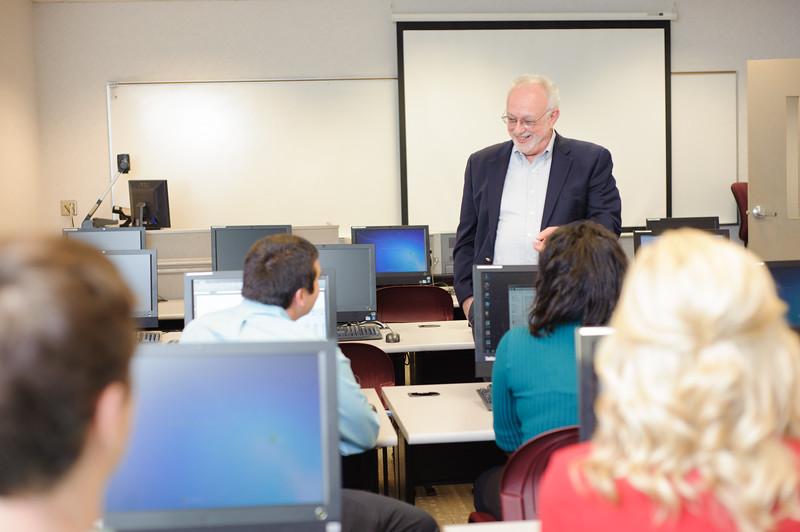 faculty-teaching-business-34.jpg
