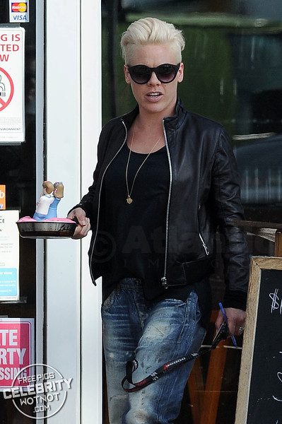 EXCLUSIVE: Cycle Like A Rock Star! P!NK Picks up Unusual Cake On Cruiser