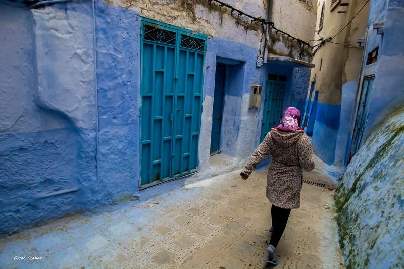 אישה ברחוב.jpg