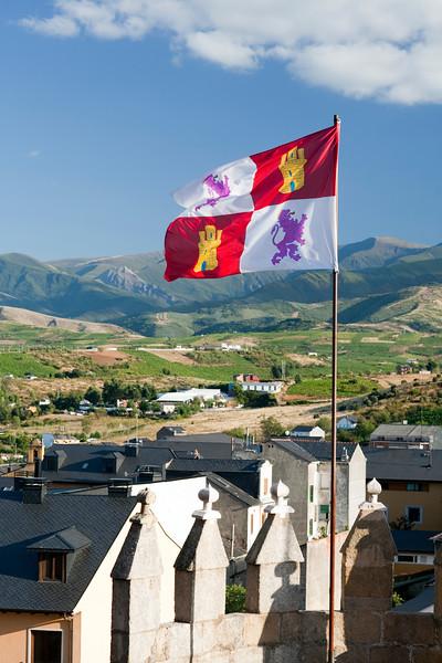 The flag of the autonomous community of Castilla y Leon waving on the top of the Templar castle, town of Ponferrada, El Bierzo region, province of Leon, autonomous community of Castilla and Leon, northern Spain