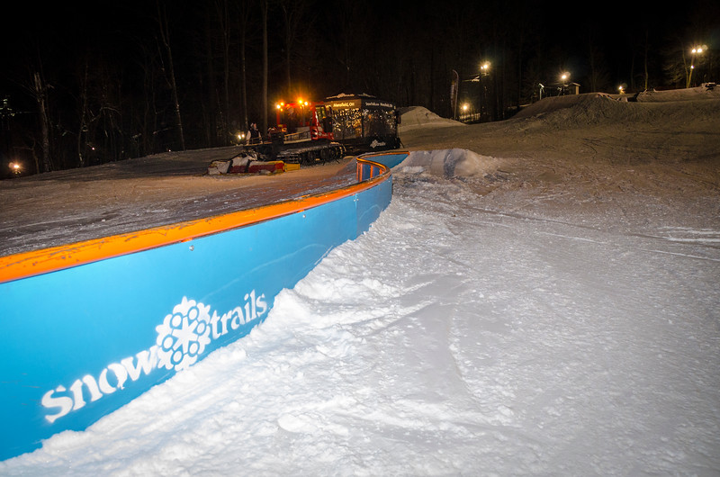 Nighttime-Rail-Jam_Snow-Trails-149.jpg