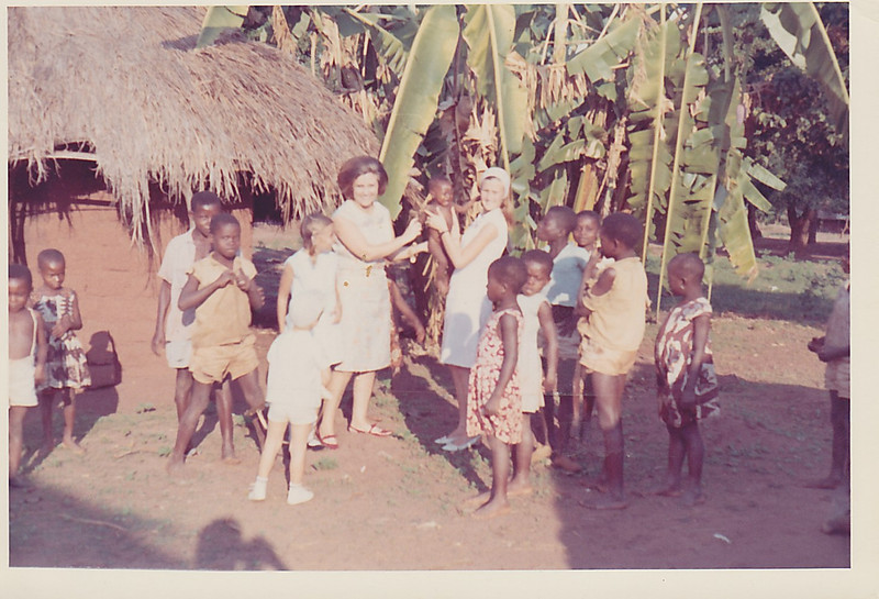 Aldeia perto de Andrada - Fevereiro 1966 Aurora Tavares e filhas Nany e Guida e Pedro Rios
