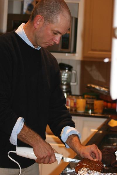 Chris carves the turkey