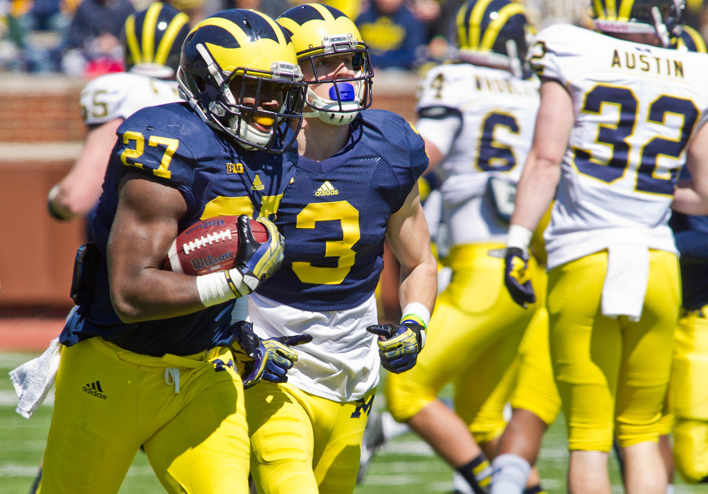 . Michigan running back Derrick Green (27) runs with the ball beside wide receiver Bo Dever (3) during the football team\'s annual spring game, Saturday, April 5, 2014, in Ann Arbor, Mich. (AP Photo/Tony Ding)