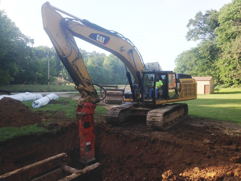 NPK GH15 hydraulic hammer on Cat 336EL excavator (6).JPG