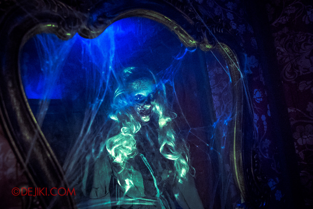Halloween Horror Nights 6 - Salem Witch House / Ghost in the Mirror