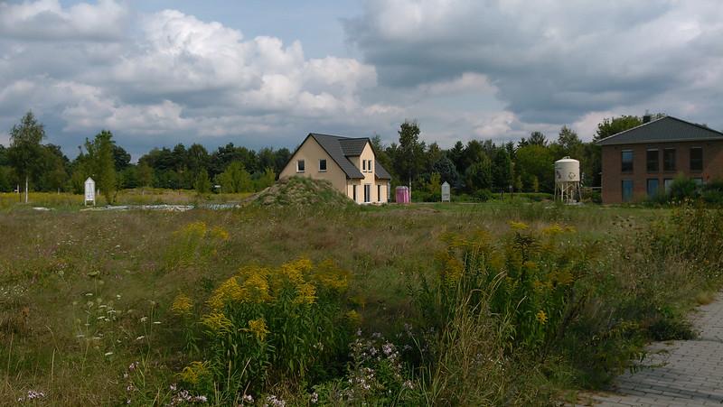 Die ersten beiden Häuser sind äußerlich fast fertig.