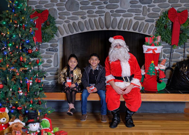 CB Santa 2019-7979.jpg