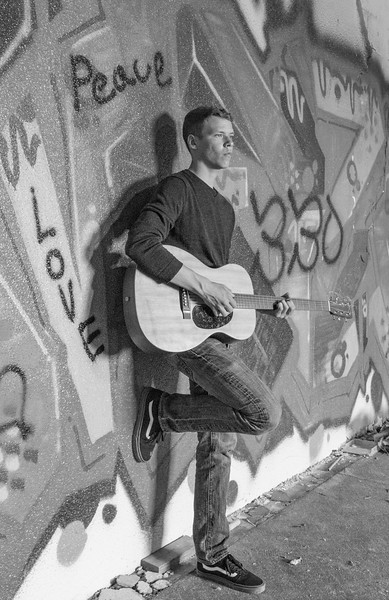 Andrew-Guitar-Rubber-bowl-inside-graffitiBW.jpg