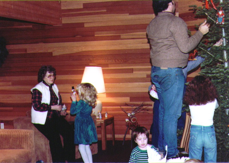 Bonnie,Crissy,Joseph,Mike,Monica, 12-25-83  .jpg