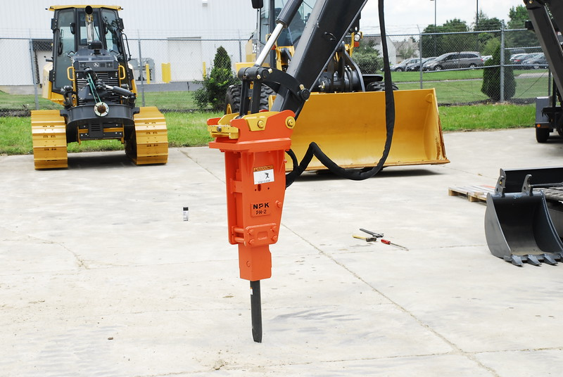 NPK PH2 hydraulic hammer with standard bracket on Deere mini excavator (15).JPG
