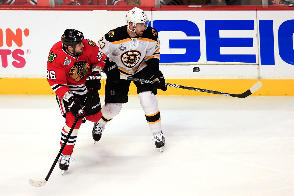 . CHICAGO, IL - JUNE 22:  Dave Bolland #36 of the Chicago Blackhawks and Daniel Paille #20 of the Boston Bruins look for the puck in Game Five of the 2013 NHL Stanley Cup Final at United Center on June 22, 2013 in Chicago, Illinois.  (Photo by Jamie Squire/Getty Images)