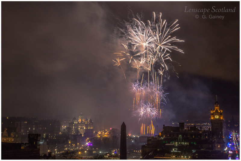 Fireworks over Edinburgh Castle from Calton Hill (18)