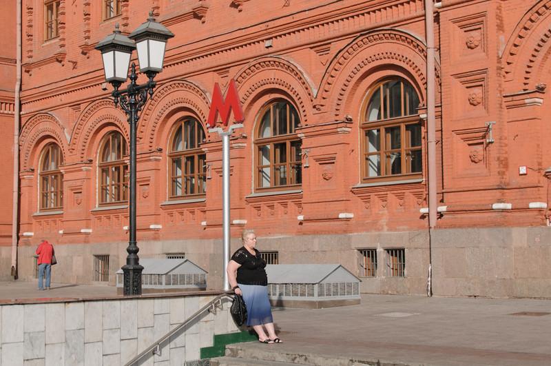 Ein Eingang zur Metro am Roten Platz.