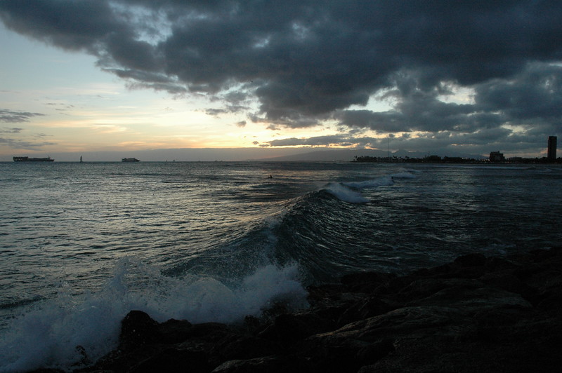 Hawaii - Ala Moana Beach Sunset-107.JPG