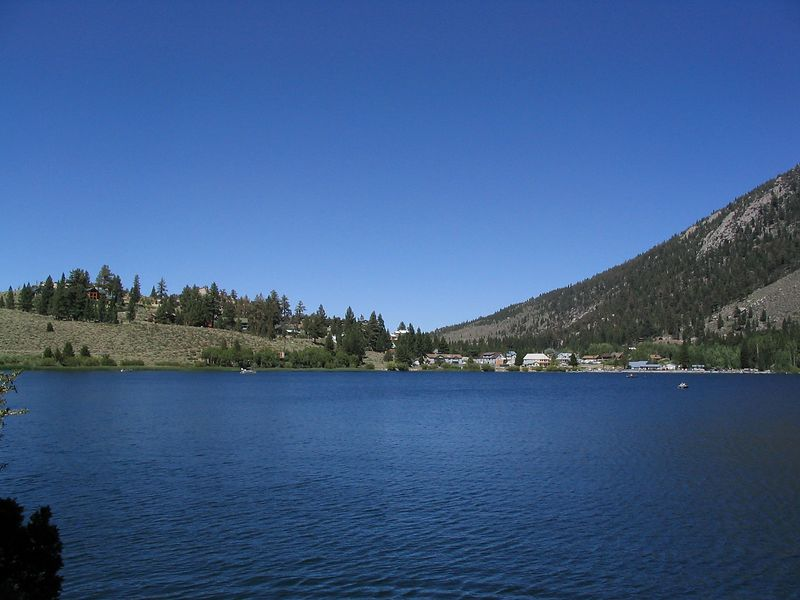 A cloudless day at Gull Lake.