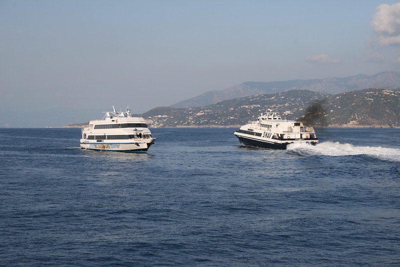 2008 - ROSARIA LAURO crossing SNAV ANTARES offshore Capri.
