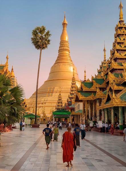 Sunset at Shwedagon Pagoda.