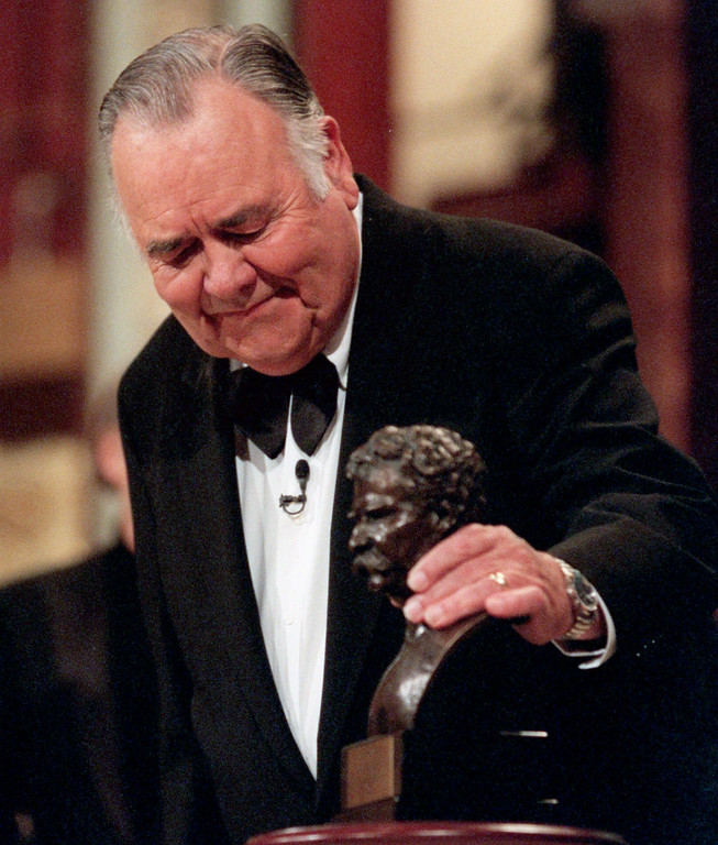 """. Comedian Jonathan Winters looks at the \""""Mark Twain Prize\"""" after he received the award at the Kennedy Center in Washington, Wednesday, Oct. 20, 1999. The Kennedy Center organized the celebration of American humor and created the award to recognize \""""those who create humor from their uniquely American experiences.\"""" (AP Photo/Nick Wass)"""