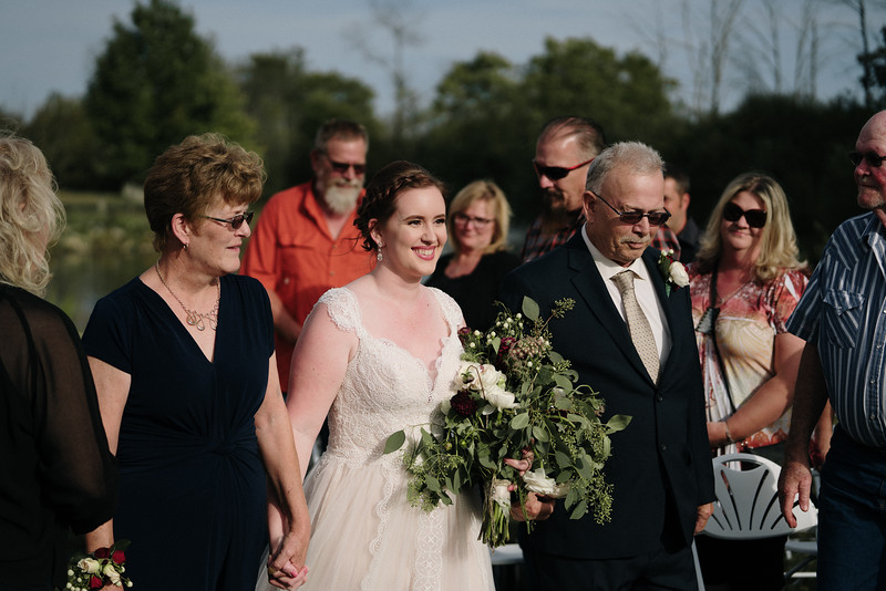 rustic_ohio__fall_barn_wedding-207.jpg
