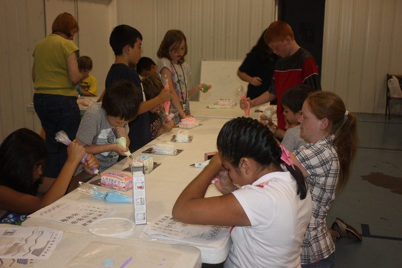 Mid-Week Adventures - Cake Decorating -  6-8-2011 141.JPG