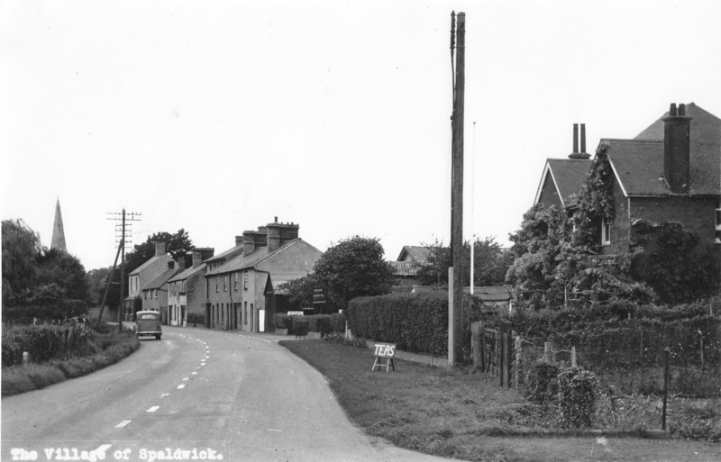 View along High Street and Red House tea room (and bed and breakfast). Photo provided by John Blatch and scanned in high resolution. The house was bought as a Vicarage in about 1952.