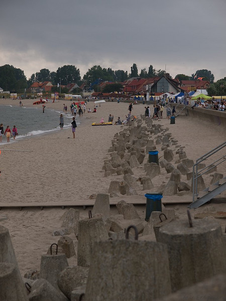 Beach and Cover. The soft sands of the Hel beach, with the town and the fisheries just behind. (Foto: Geir)