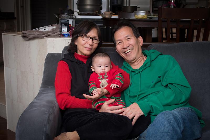 3mo, Ba Noi, Christmas, Grandma Lan, Grandpa Kim, Kim, Lan, Noah, ong noi - shot on 12/26/12 with Olympus E-M5 1/200 sec at f/4.0, ISO 400 with w/ LEICA DG SUMMILUX 25/F1.4 lens at 25 mm (50mm equiv)