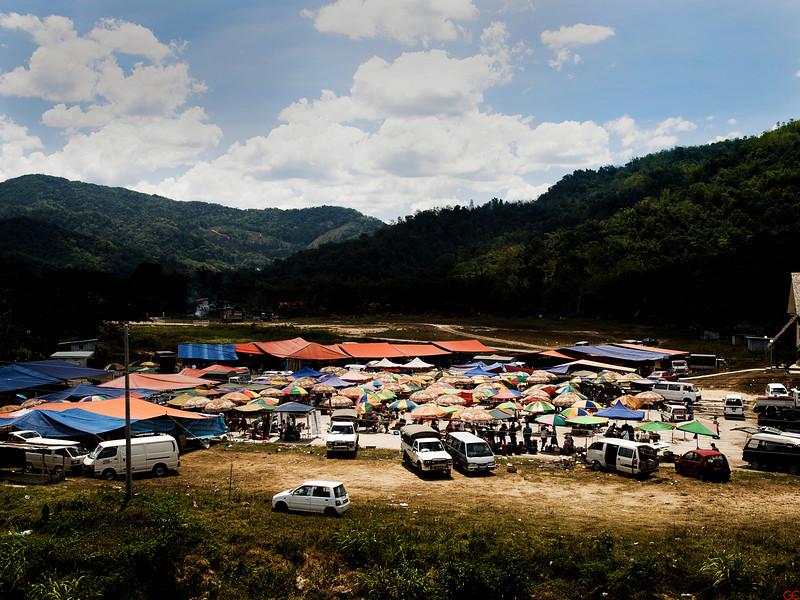 Onsdagsmarked i en av småbyene mellom Kota Kinabalu og Sandakan. ********** Wdnesday Market at one of the small towns between Kota Kinabalu and Sandakan. (Foto: GeirI