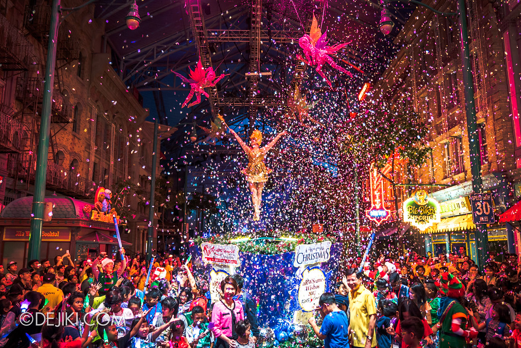 Universal Studios Singapore - A Universal Christmas event 2017 / World of Stars lightup Ceremony