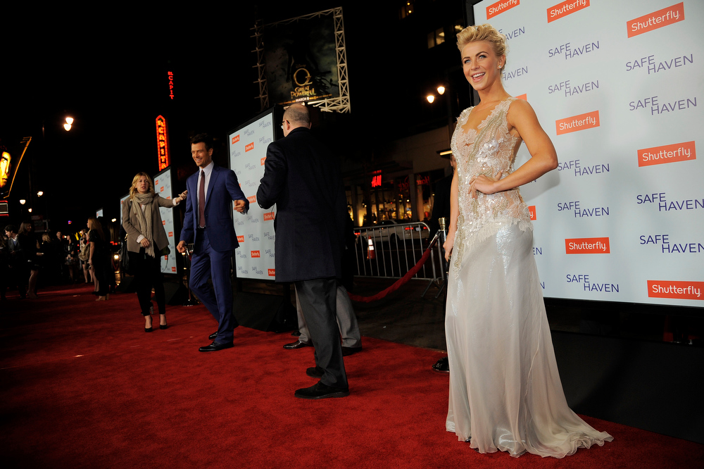 ". Julianne Hough, right, a cast member in ""Safe Haven,\"" poses at the U.S. premiere of the film, Tuesday, Feb. 5, 2013, in the Hollywood section of Los Angeles. (Photo by Chris Pizzello/Invision/AP)"