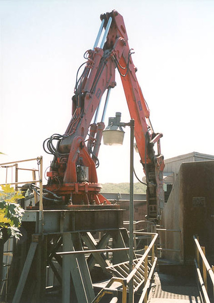 NPK B6500 pedestal boom system with E210A hydraulic hammer-secondary rock breaking 2 (1).jpg