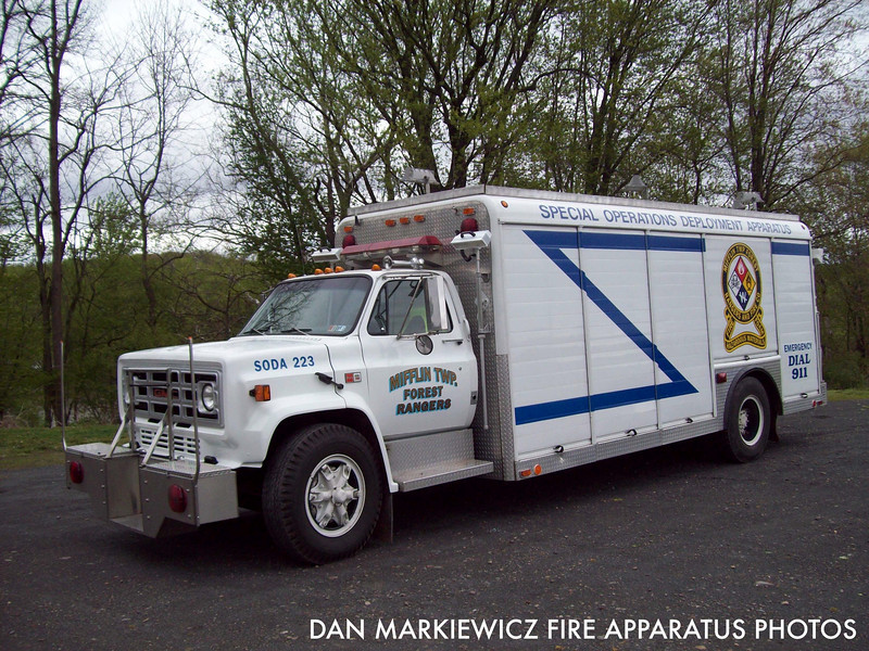 MIFFLIN TWP. FOREST RANGERS & FIRE CO. FORMER UNIT 223 1983 GMC/HACKNEY SQUAD