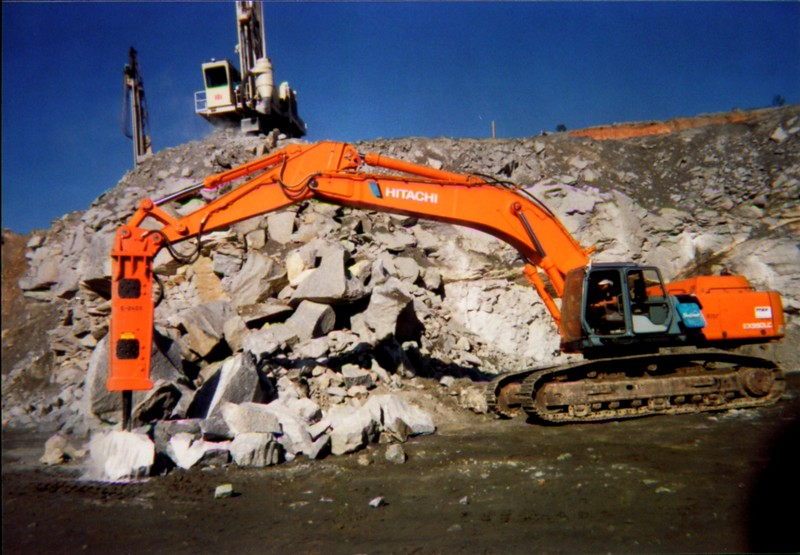 NPK E240A hydraulic hammer on Hitachi excavator in Georgia 4-22-99 (1).JPG