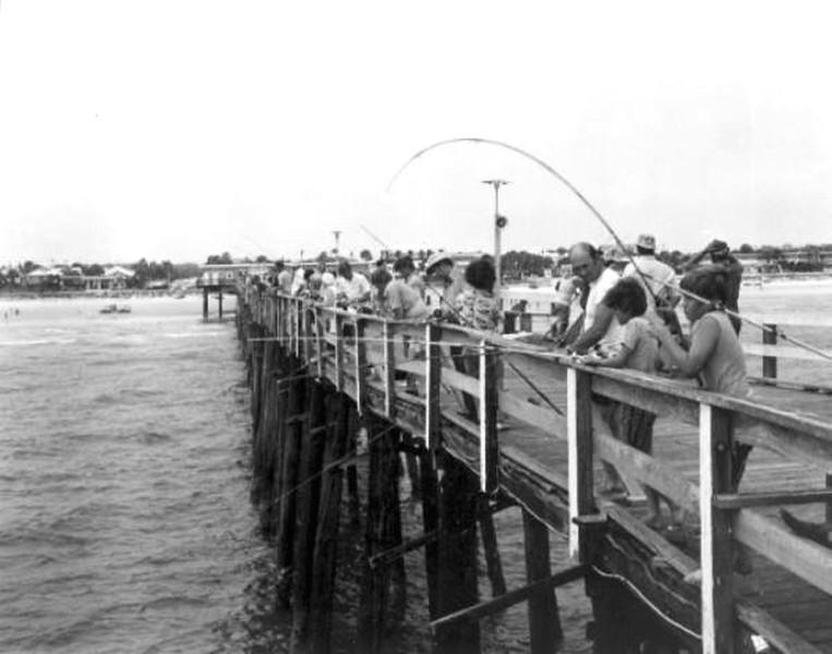 1972 pier fishing.jpg