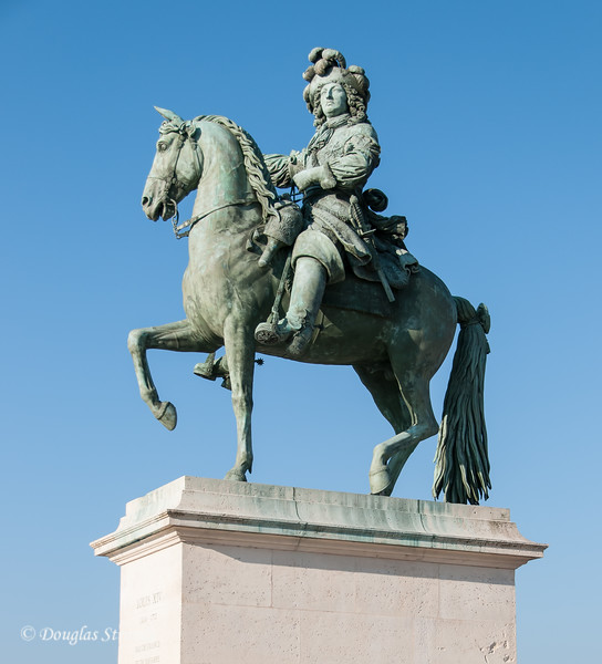 Statue of Louis XVI outside the Chateau Versailles