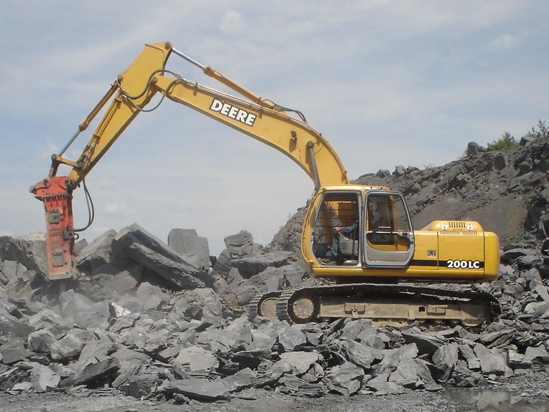 NPK E210A hydraulic hammer on Deere 200LC excavator (2).jpg