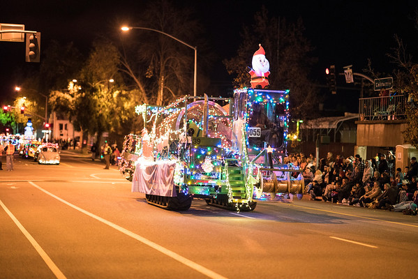 Light_Parade_2016-05178.jpg