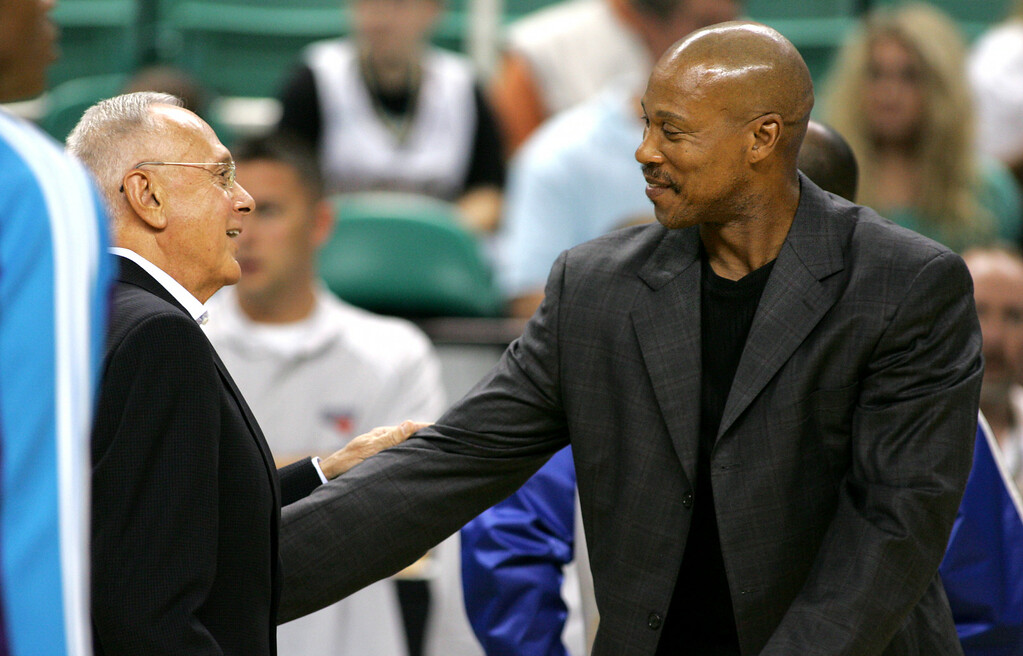 . Charlotte Bobcats head coach Larry Brown, left, and New Orleans Hornets head coach Byron Scott, right, talk before an NBA preseason basketball game Thursday, Oct. 8, 2009, in Greensboro, NC. (AP Photo/Lynn Hey)