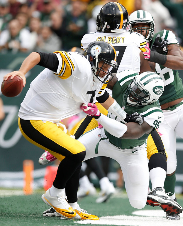 . New York Jets defensive end Muhammad Wilkerson (96) attempts to sack Pittsburgh Steelers quarterback Ben Roethlisberger (7) during the first half of an NFL football game Sunday, Oct. 13, 2013, in East Rutherford, N.J.  Roethlisberger avoided the sack on the play. (AP Photo/Kathy Willens)
