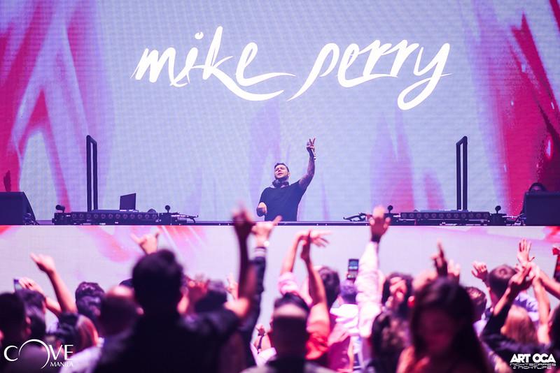 Mike Perry at Cove Manila Nov 29, 2019 (21).jpg